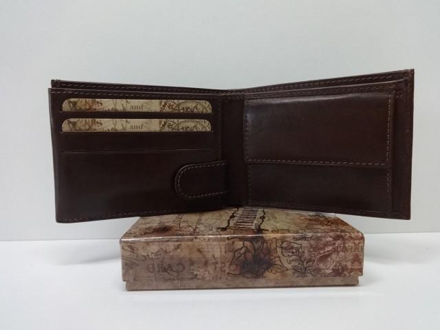 7b42ab53fa28 Férfi bőr pénztárca: barna (Synchrony) - Csilla Bőrdíszmű webáruház